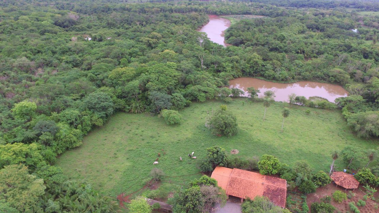 Linda Chácara à Beira do Rio Miranda