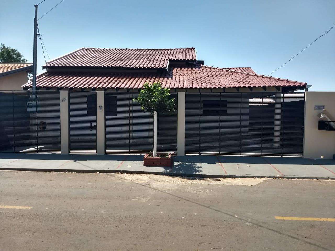 Casa Charmosa na Rua Maceió!