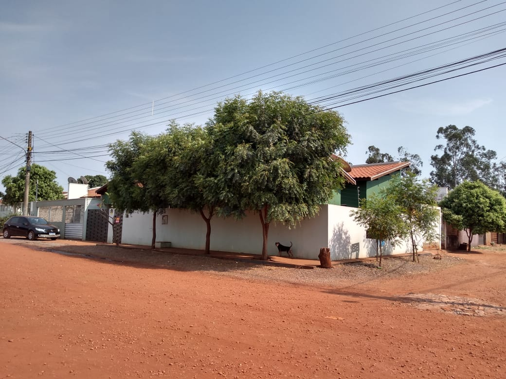 Casa de Esquina! na Vila Morena!